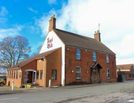 LINCOLNSHIRE - A ROAD FOOD LED PUB WITH LARGE CAR PARK