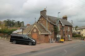 GLOUCESTERSHIRE - SEVERN VALE MAIN ROAD VILLAGE INN