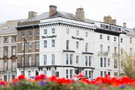 A HIGHLY REPUTABLE LUXURY SEAFRONT BED AND BREAKFAST - REF 162155