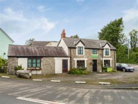EXCELLENT TURN KEY OPPORTUNITY,  VILLAGE FREEHOUSE OCCUPYING CROSSROADS TRADING LOCATION, NICE LOUNGE BAR, RESTAURANT & CONSERVATORY FOR 50+ DINERS IN ALL