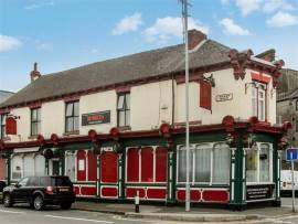 FANTASTIC VALUE PROMINENTLY SITED SUBSTANTIAL FREEHOUSE IN MIXED COMMERCIAL & RESIDENTIAL TOWN LOCATION SAME HANDS OVER 12 YEARS HUGE DEVELOPMENT POTENTIAL