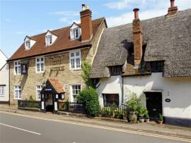 FLAWLESS FREEHOUSE IN PREMIUM MARKET TOWN OF BUCKINGHAM, SUBSTANTIAL IMPROVEMENTS, FANTASTIC OUTSIDE TRADING SPACE & BAR. 100% WET TRADE HIGH PROFITS OFF £450,000 NET SALES